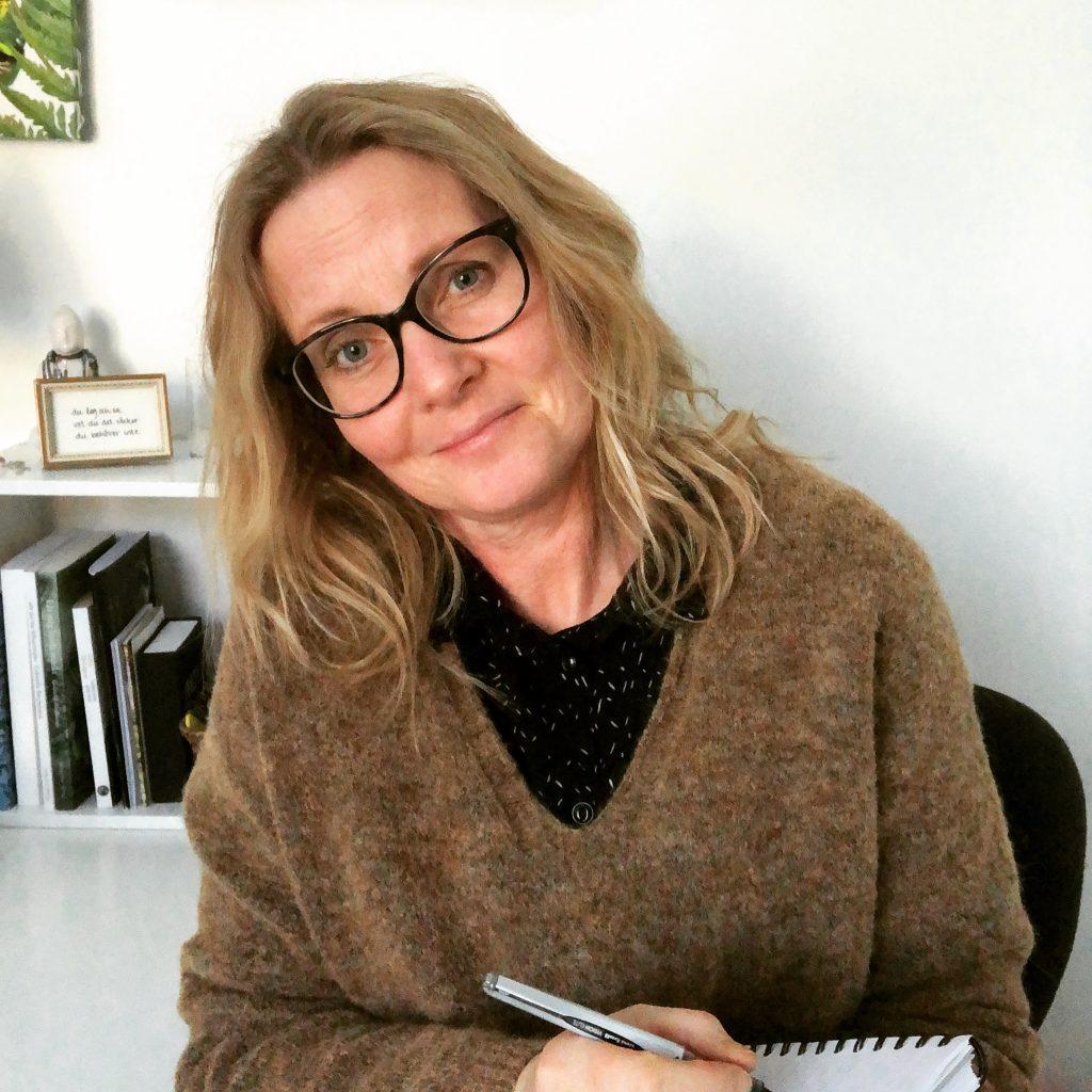 En bild på Gabriella Röschmann som leder Skriv ditt nu.